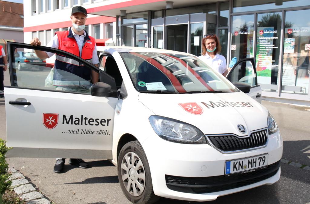 Zusammen mit Valentina Bolz begab sich Vincenz Mayer am Montag auf die rund dreistündige Liefertour durch Ravensburg. Bild: Towerstars/F.Enderle