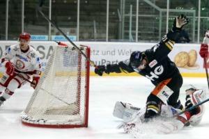 Die Towerstars haben gegen Landshut zwei wichtige Punkte liegen lassen. Bild: Kim Enderle