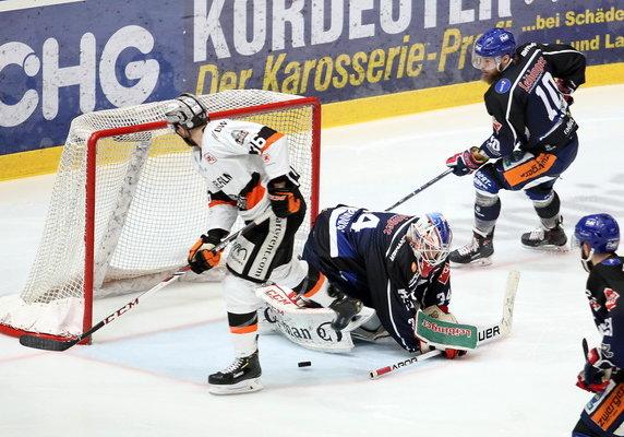In Spiel 2 erwiesen sich Löwen aus Frankfurt effektiver im Abschluss. Bild: Kim Enderle