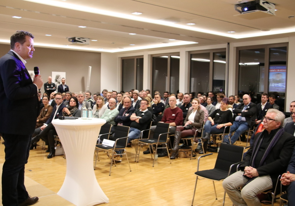 Frank Kottmann, Vorsitzender des Gesellschafterbeirats, begrüßte rund 180 Gäste.