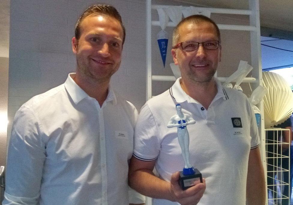 """Towerstars Geschäftführer Rainer Schan (rechts) und Teammanager Raphael Kapzan freuen sich über den """"WiFo Standort-Osker"""". Bild: F.Enderle"""